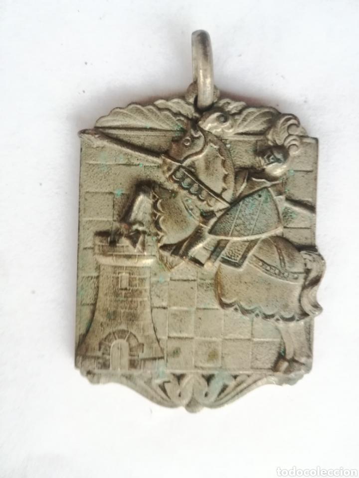 ANTIGUA MEDALLA DE AJEDREZ HOMENAJE A D. VICENTE ALMIRALL BARCELONA 24-IX-58 - MEDIDA: 4 X 3 CM (Coleccionismo Deportivo - Medallas, Monedas y Trofeos - Otros deportes)