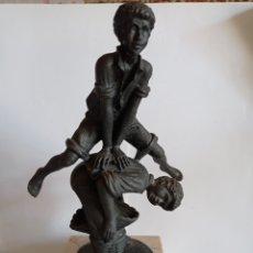 Coleccionismo deportivo: TROFEO PARA JUEGOS INFANTILES / FABRICADO EN RESINA Y PEANA DE MARMOL. Lote 246851890
