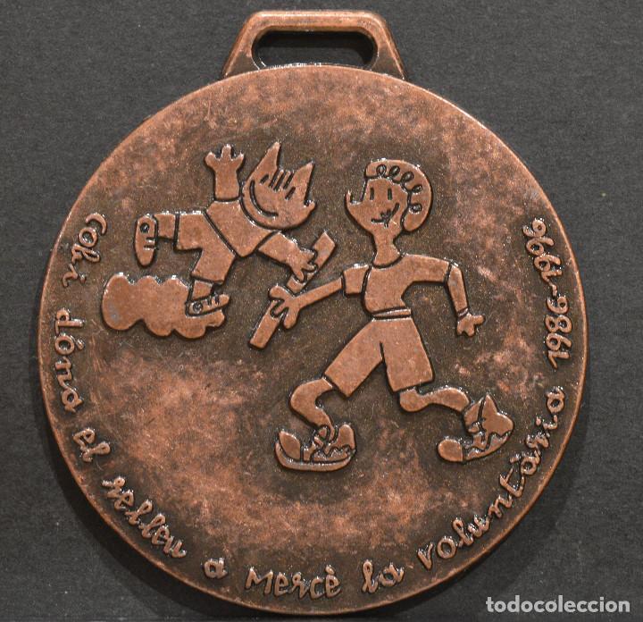 Coleccionismo deportivo: MEDALLA OLIMPIADAS 1992 BARCELONA 92 VOLUNTARIOS MARISCAL RARA - Foto 2 - 252139900