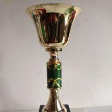 Coleccionismo deportivo: TROFEO DE METAL Y PEANA DE MADERA / MUY NUEVO. Lote 252315290