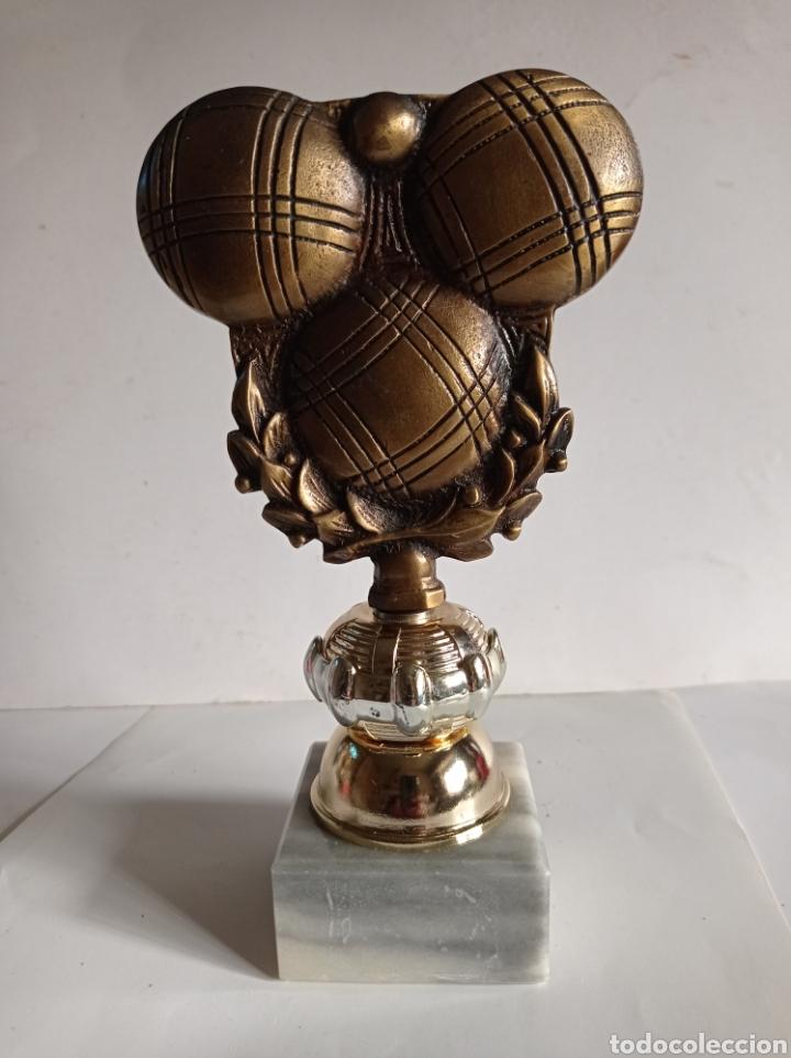 TROFEO DE METAL / IDEAL PARA PETANCA / PEANA DE MARMOL / SIN PLACA / MUY NUEVO (Coleccionismo Deportivo - Medallas, Monedas y Trofeos - Otros deportes)