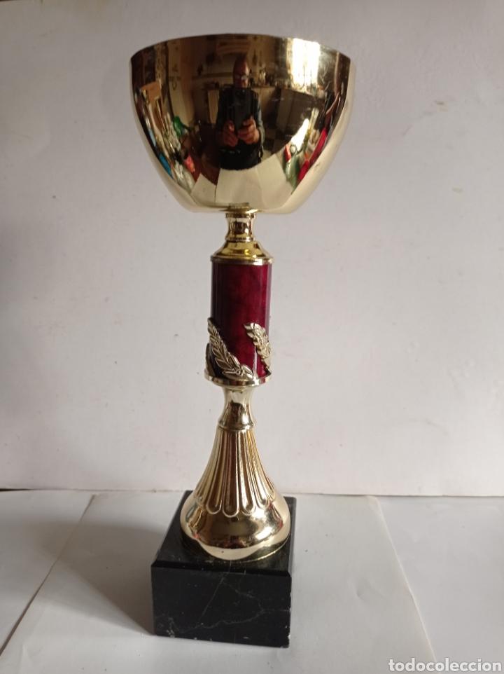 Coleccionismo deportivo: TROFEO DE METAL Y PEANA DE MARMOL / SIN PLACA / MUY NUEVO - Foto 2 - 252461460