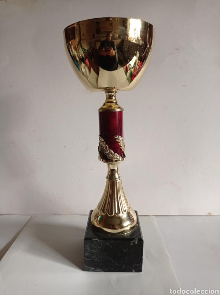 TROFEO DE METAL Y PEANA DE MARMOL / SIN PLACA / MUY NUEVO (Coleccionismo Deportivo - Medallas, Monedas y Trofeos - Otros deportes)