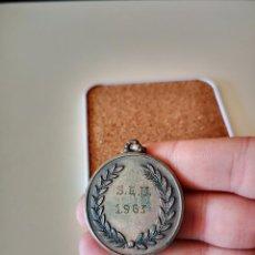 Collezionismo sportivo: MEDALLA SEU FALANGE 1963 SINDICATO ESPAÑOL UNIVERSITARIO INSIGNIA PIN DEPORTE. Lote 255435800
