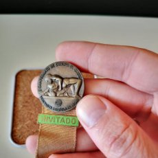 Collezionismo sportivo: MEDALLA FEDERACION ESPAÑOLA DE LUCHA I CAMPEONATO DE EUROPA DE CLUBS INSIGNIA PIN. Lote 255438520