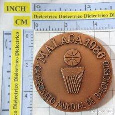 Coleccionismo deportivo: MEDALLA MEDALLÓN DE BALONCESTO. CAMPEONATO MUNDIAL DE BASKET MALAGA 1986. AYUNTAMIENTO. 70GR. Lote 262089100