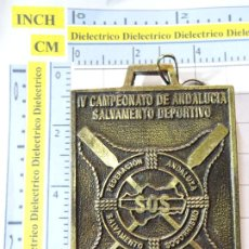 Coleccionismo deportivo: MEDALLA MEDALLÓN. IV CAMPEONATO ANDALUCIA SALVAMENTO SOCORRISMO DEPORTIVO LORA DEL RIO 1997. 70GR. Lote 262089565