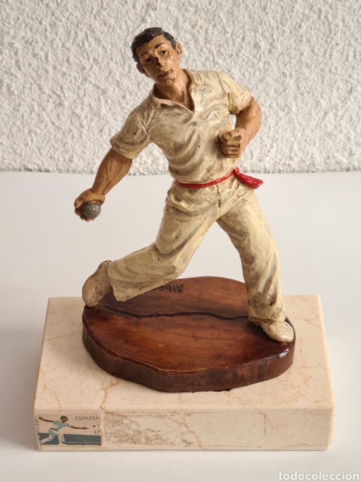 Coleccionismo deportivo: Talla Figura Pelotari firma Alberdi sobre peana mármol - Pelota Vasca - Decoración País Vasco - Foto 3 - 262128525