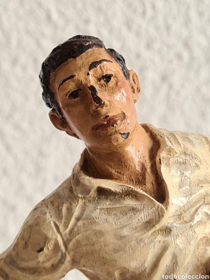 Coleccionismo deportivo: Talla Figura Pelotari firma Alberdi sobre peana mármol - Pelota Vasca - Decoración País Vasco - Foto 5 - 262128525