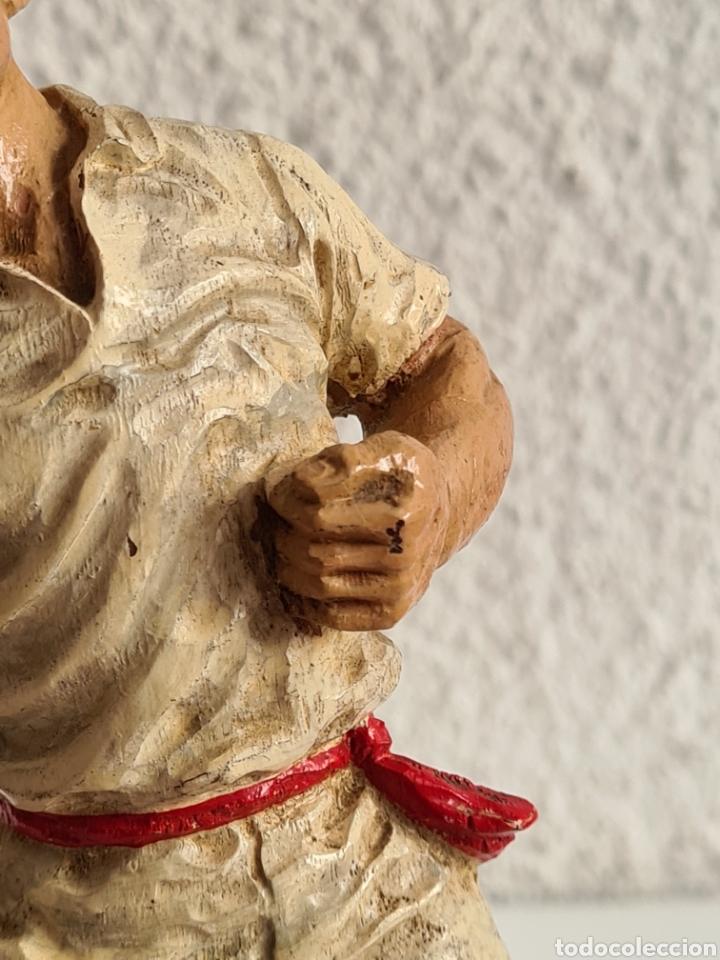 Coleccionismo deportivo: Talla Figura Pelotari firma Alberdi sobre peana mármol - Pelota Vasca - Decoración País Vasco - Foto 7 - 262128525