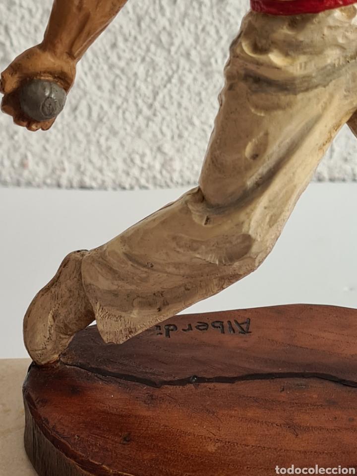 Coleccionismo deportivo: Talla Figura Pelotari firma Alberdi sobre peana mármol - Pelota Vasca - Decoración País Vasco - Foto 9 - 262128525
