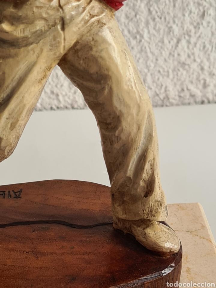 Coleccionismo deportivo: Talla Figura Pelotari firma Alberdi sobre peana mármol - Pelota Vasca - Decoración País Vasco - Foto 10 - 262128525