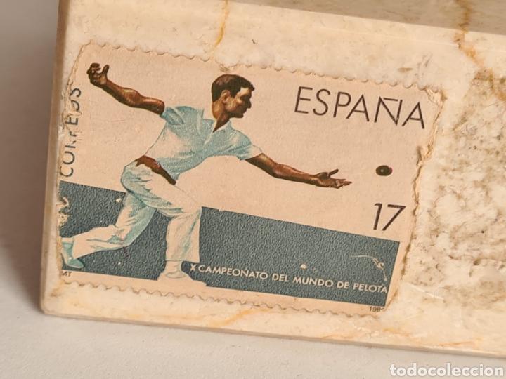 Coleccionismo deportivo: Talla Figura Pelotari firma Alberdi sobre peana mármol - Pelota Vasca - Decoración País Vasco - Foto 14 - 262128525