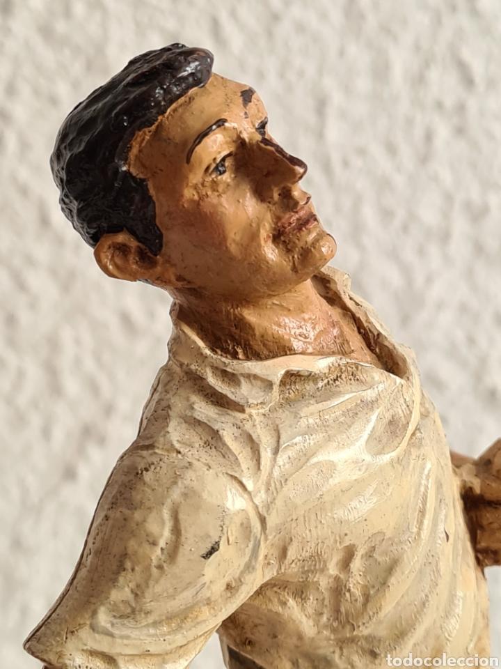 Coleccionismo deportivo: Talla Figura Pelotari firma Alberdi sobre peana mármol - Pelota Vasca - Decoración País Vasco - Foto 15 - 262128525