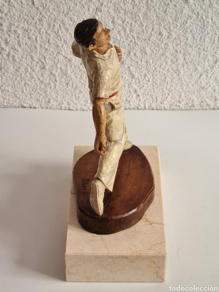 Coleccionismo deportivo: Talla Figura Pelotari firma Alberdi sobre peana mármol - Pelota Vasca - Decoración País Vasco - Foto 17 - 262128525