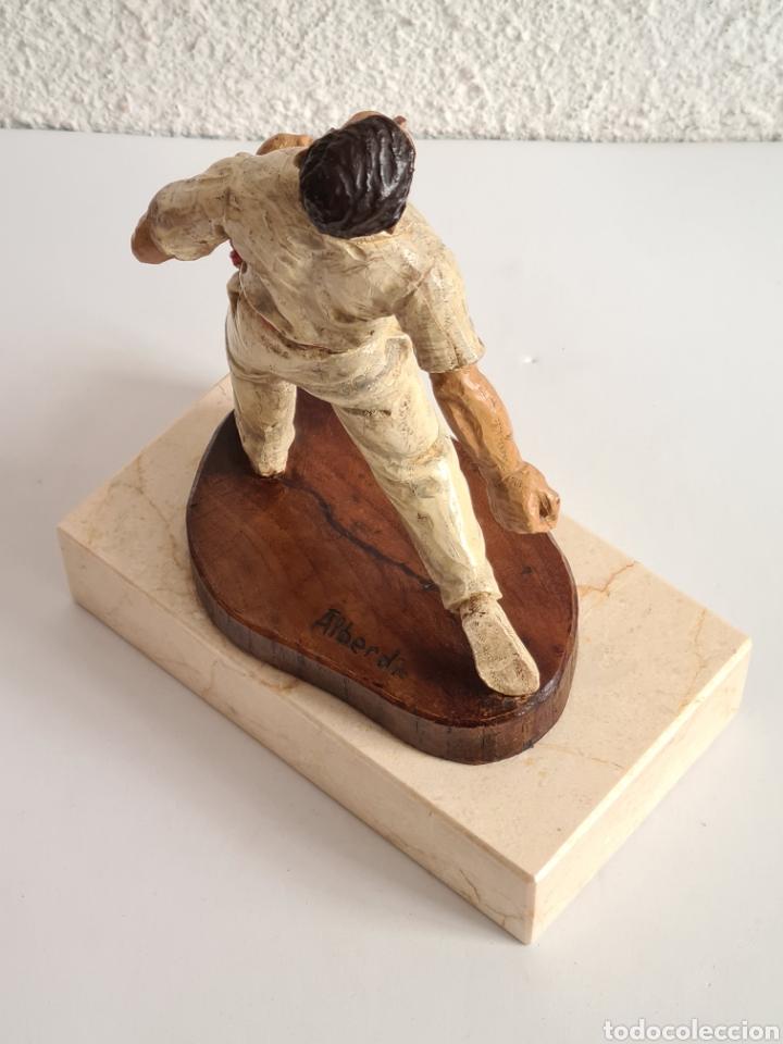 Coleccionismo deportivo: Talla Figura Pelotari firma Alberdi sobre peana mármol - Pelota Vasca - Decoración País Vasco - Foto 20 - 262128525