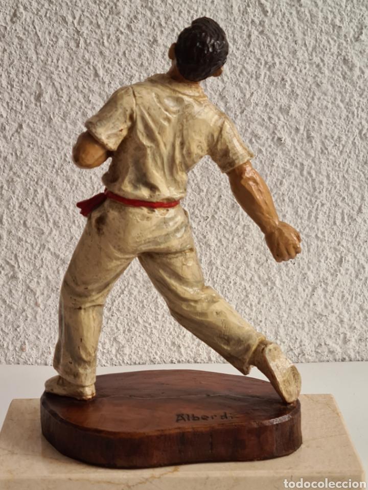 Coleccionismo deportivo: Talla Figura Pelotari firma Alberdi sobre peana mármol - Pelota Vasca - Decoración País Vasco - Foto 22 - 262128525