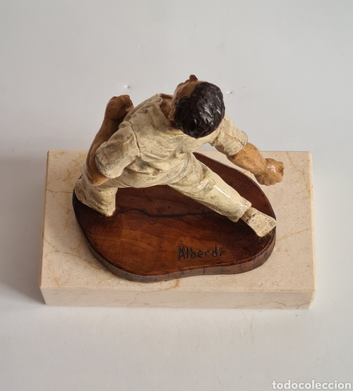 Coleccionismo deportivo: Talla Figura Pelotari firma Alberdi sobre peana mármol - Pelota Vasca - Decoración País Vasco - Foto 24 - 262128525