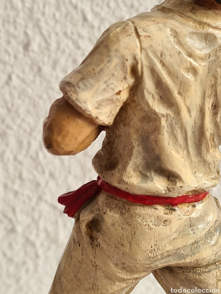 Coleccionismo deportivo: Talla Figura Pelotari firma Alberdi sobre peana mármol - Pelota Vasca - Decoración País Vasco - Foto 27 - 262128525