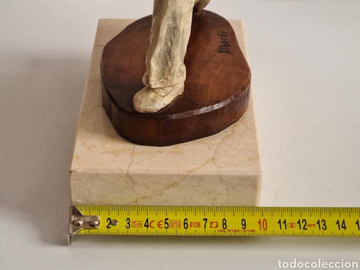 Coleccionismo deportivo: Talla Figura Pelotari firma Alberdi sobre peana mármol - Pelota Vasca - Decoración País Vasco - Foto 40 - 262128525