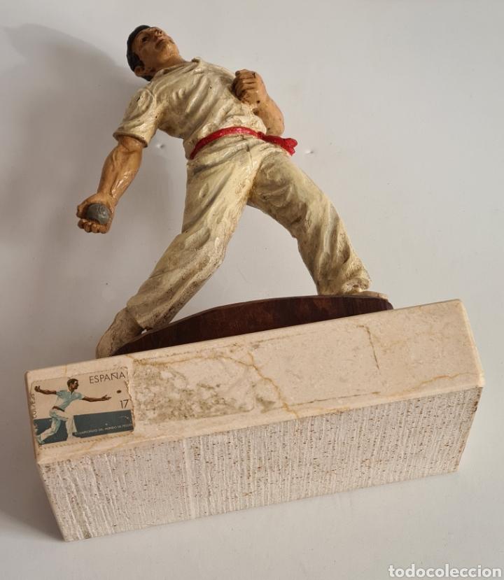 Coleccionismo deportivo: Talla Figura Pelotari firma Alberdi sobre peana mármol - Pelota Vasca - Decoración País Vasco - Foto 41 - 262128525