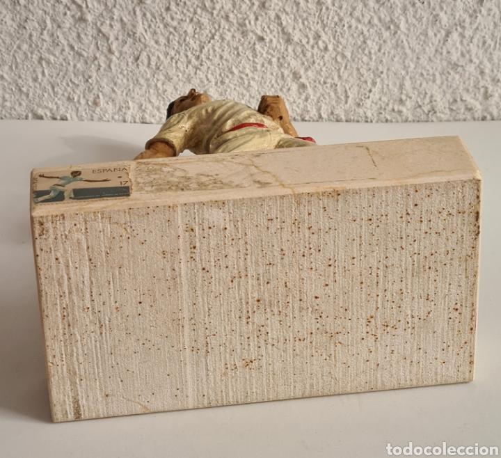 Coleccionismo deportivo: Talla Figura Pelotari firma Alberdi sobre peana mármol - Pelota Vasca - Decoración País Vasco - Foto 43 - 262128525