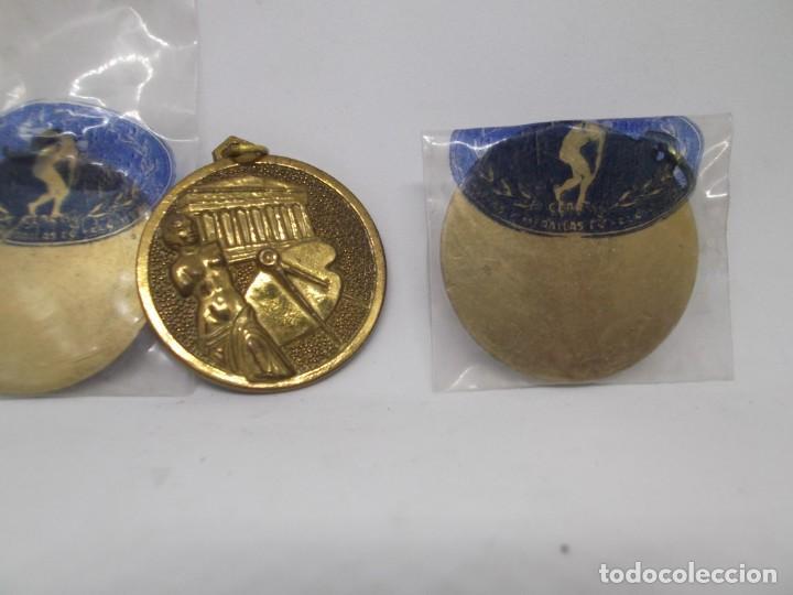 Coleccionismo deportivo: 16 Medallas de dibujo doradas.Cebrian.Sin uso - Foto 2 - 262623330