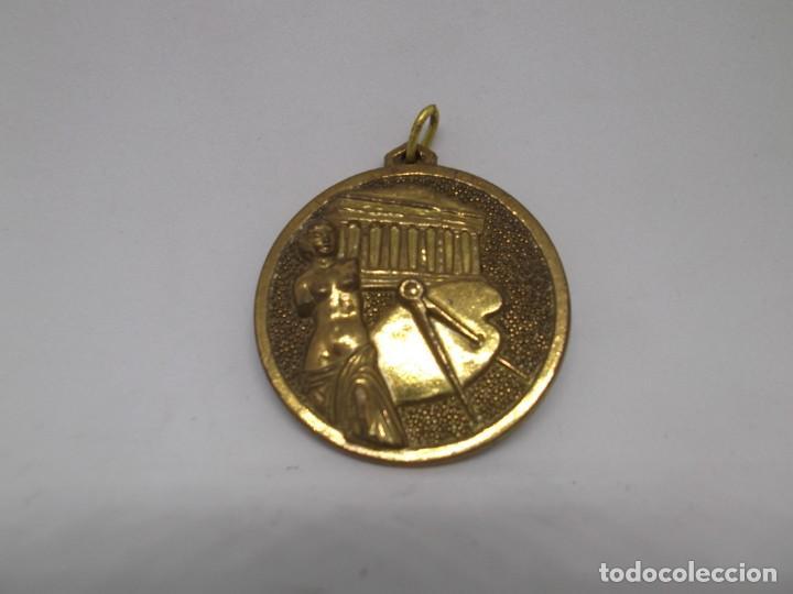 Coleccionismo deportivo: 16 Medallas de dibujo doradas.Cebrian.Sin uso - Foto 5 - 262623330