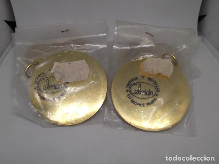 Coleccionismo deportivo: 9 Medallas doradas de Dardos con asa y reasa.Cebrian.Sin uso - Foto 4 - 262924100