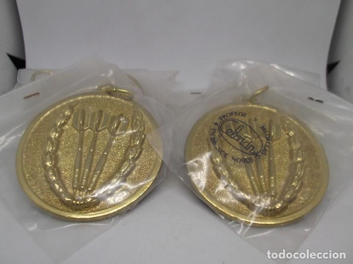Coleccionismo deportivo: 9 Medallas doradas de Dardos con asa y reasa.Cebrian.Sin uso - Foto 5 - 262924100