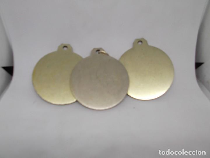 Coleccionismo deportivo: 3 Medallas de Dardos grandes de bronce forjado.Cebrian.Sin uso - Foto 3 - 262931835