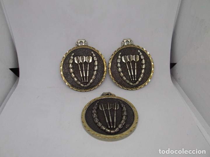 Coleccionismo deportivo: 3 Medallas de Dardos grandes de bronce forjado.Cebrian.Sin uso - Foto 4 - 262931835