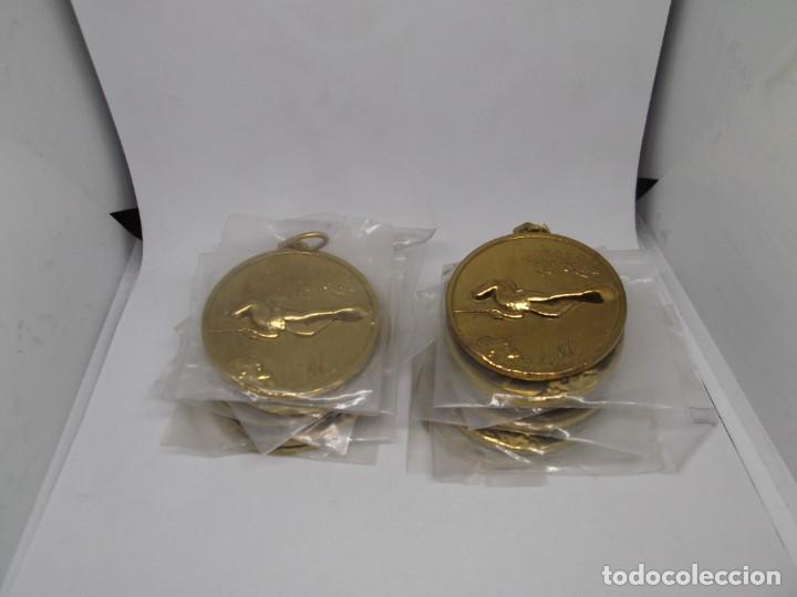 Coleccionismo deportivo: 12 Medallas doradas de Pesca submarina.Cebrian.Sin uso - Foto 4 - 262937320