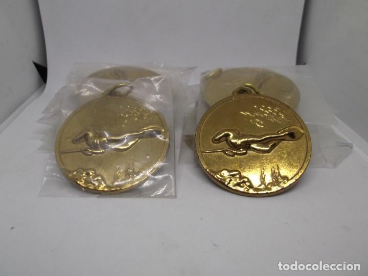 Coleccionismo deportivo: 12 Medallas doradas de Pesca submarina.Cebrian.Sin uso - Foto 5 - 262937320