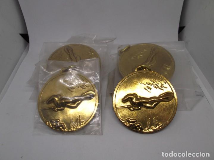 Coleccionismo deportivo: 12 Medallas doradas de Pesca submarina.Cebrian.Sin uso - Foto 7 - 262937320