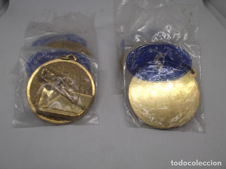 Coleccionismo deportivo: 8 Medallas doradas de Billar.Cebrian bronce forjado.Sin uso - Foto 3 - 262941755