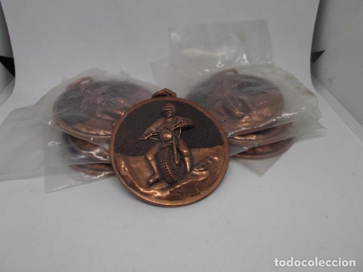 Coleccionismo deportivo: 7 Medallas de Motocross de bronce con asa y reasa.Cebrian.Sin uso - Foto 3 - 263012510