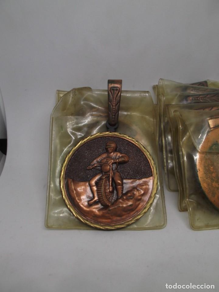 Coleccionismo deportivo: 8 Medallas Motocross con asa y reasa.Cebrian.Sin uso - Foto 5 - 263018135