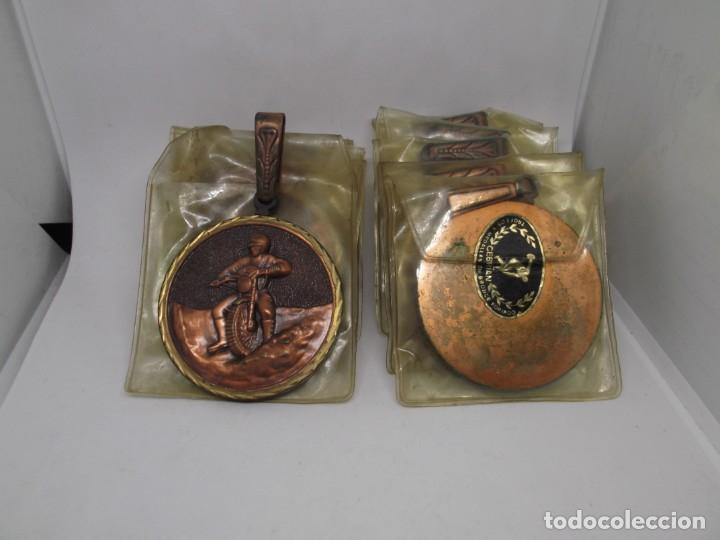 Coleccionismo deportivo: 8 Medallas Motocross con asa y reasa.Cebrian.Sin uso - Foto 2 - 263018135