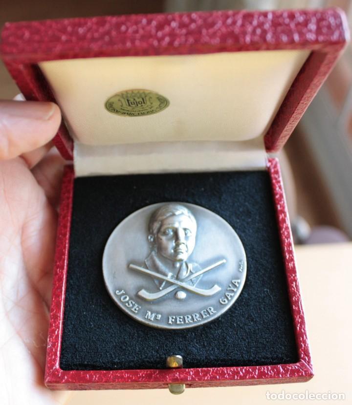 II TROFERO HOCKEY SOBRE PATINES CORNELLA 1977 (Coleccionismo Deportivo - Medallas, Monedas y Trofeos - Otros deportes)