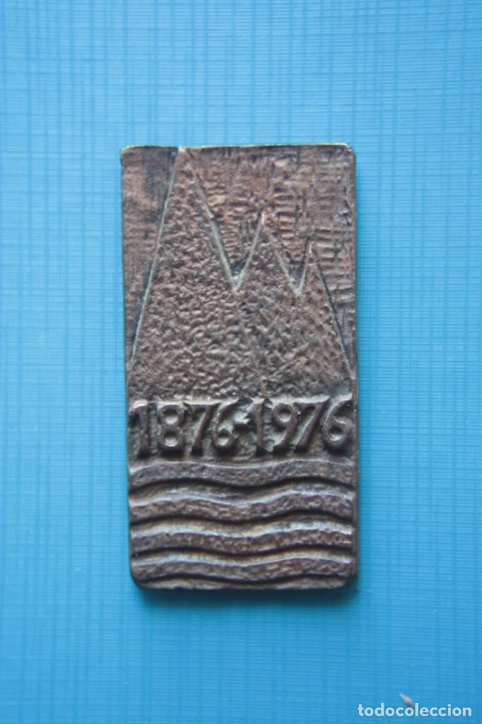 Coleccionismo deportivo: Medalla del centenario del excursionismo catalán, F.CM. De bronce de 60 x 32 mm. 1876 - 1976. - Foto 2 - 263792535