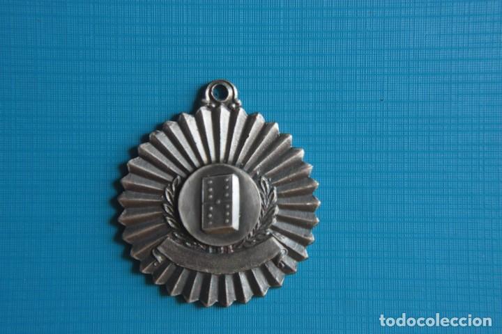 MEDALLA CONMEMORATIVA DEL JUEGO DEL DOMINO (Coleccionismo Deportivo - Medallas, Monedas y Trofeos - Otros deportes)
