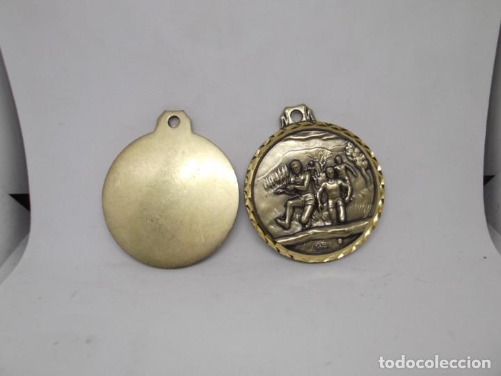 Coleccionismo deportivo: 2 Medallas de carrera de obstaculos.Cebrian,vintage - Foto 2 - 265829634