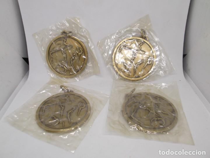 Coleccionismo deportivo: 4 Medallas doradas de Gimnasia Ritmica.Cebrian,vintage - Foto 4 - 265830404