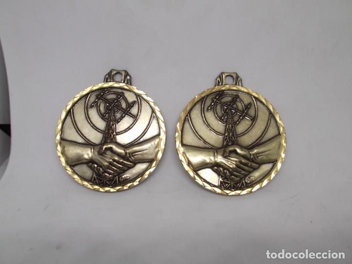 Coleccionismo deportivo: 2 Medallas de comunicación o amistad.Cebrian vintage - Foto 2 - 265831089