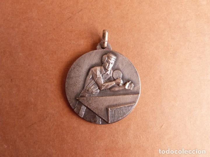 MEDALLA TROFEO EXTEBANK 1973 CAMPEONATO TENNIS TENIS DE MESA PING PONG - BANCO EXTERIOR DE ESPAÑA (Coleccionismo Deportivo - Medallas, Monedas y Trofeos - Otros deportes)