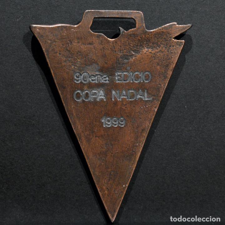 Coleccionismo deportivo: MEDALLA EN BRONCE Y ESMALTES COPA NADAL 1999 CLUB NATACIO DE BARCELONA 8X5,5CM - Foto 3 - 268945389