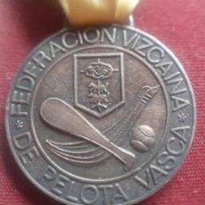 Coleccionismo deportivo: FEDERACIÓN VIZCAINA DE PELOTA VASCA. MEDALLA. Lote 269284883