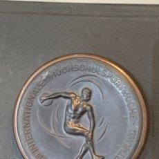 Coleccionismo deportivo: MEDALLA BRONCE BASKETBALL FISU AGOSTO 1953 DORTMUND. Lote 276818098