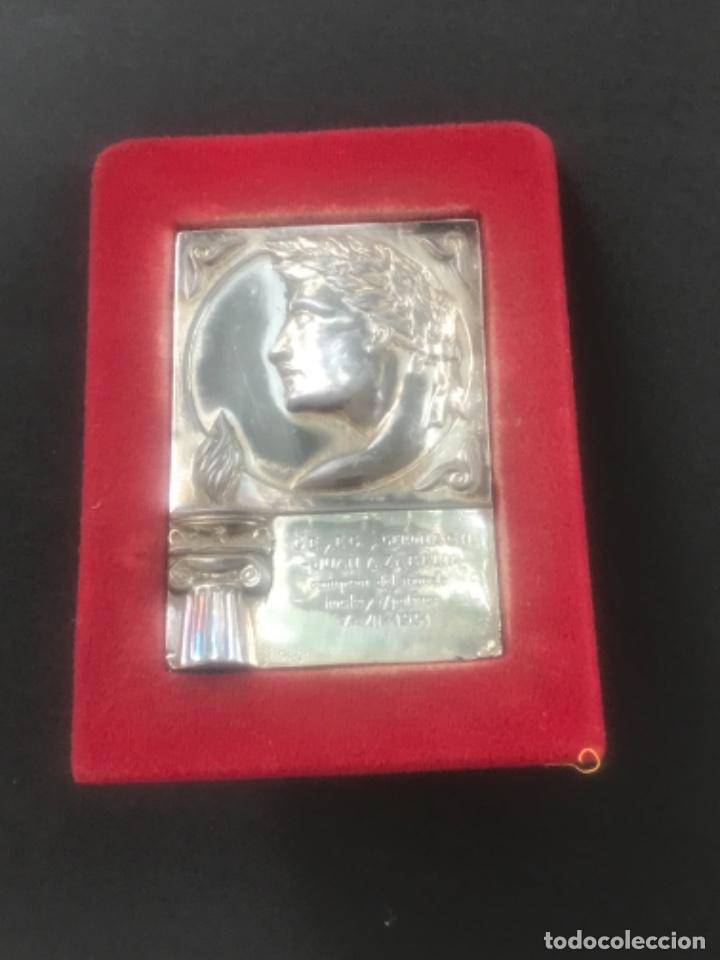 PLACA HOMENAJE DEL GIRONA C.HOCKEY A JUAN A. ZABALIA CAMPEÓN DEL MUNDO HOCKEY PATINES. 1951. (Coleccionismo Deportivo - Medallas, Monedas y Trofeos - Otros deportes)